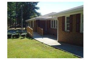 2761 Kelley Chapel Rd - Decatur, GA 30034