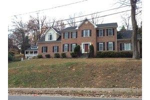 6809 Woodland Dr - Falls Church, VA 22046