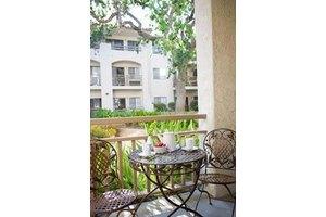 405 Hodencamp Rd - Thousand Oaks, CA 91360